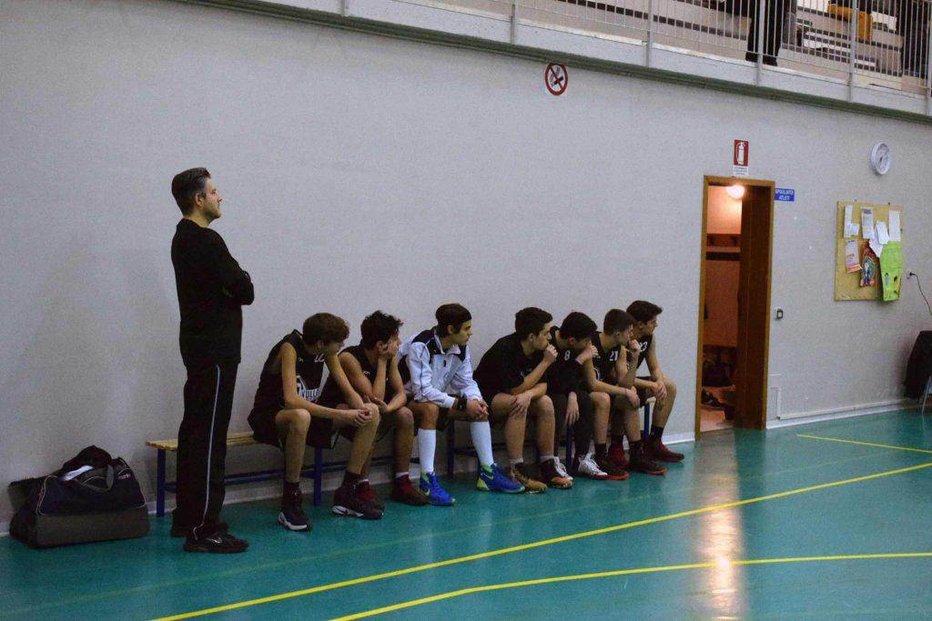 Coach Barbieri con alcuni ragazzi della squadra
